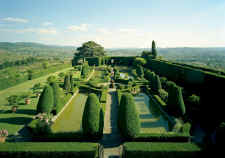 visit the gardens of Villa Gamberaia